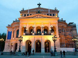 Galaabend in der »Frankfurter Oper« – 250 Kerzen und 1.250 Blüten